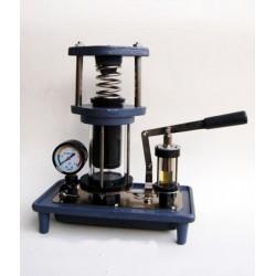 Model de presa hidraulica, cu manometru